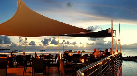 lobster-pot-cayman-restaurant-sunset-01